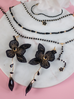 Naszyjnik z czarnym łańcuszkiem i kwiatuszkiem NMU0015