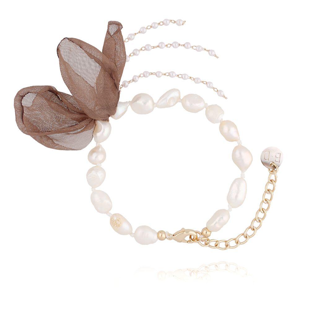 Bransoletka z perłami i z brązowym kwiatem  BBL0060