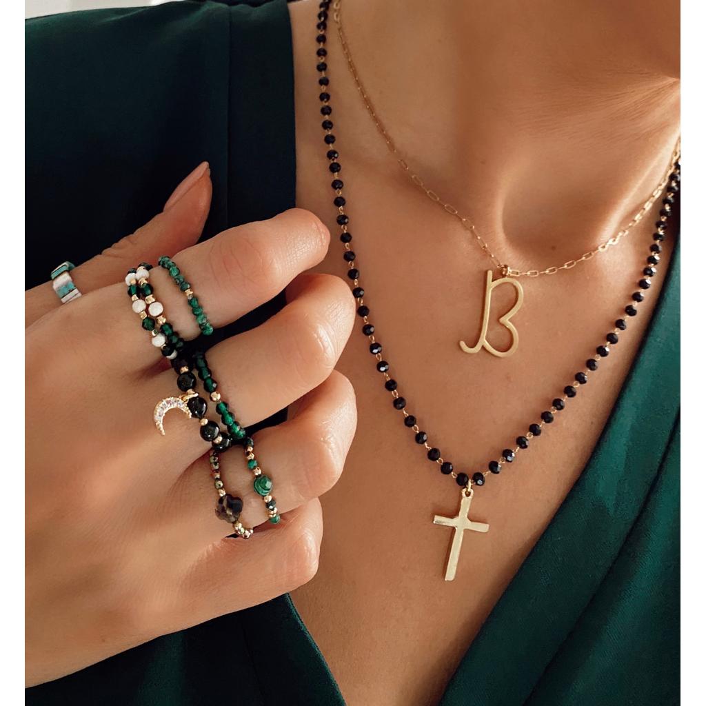 Naszyjnik z łańcuszkiem z czarnymi kryształkami i złotym krzyżem NRG0170