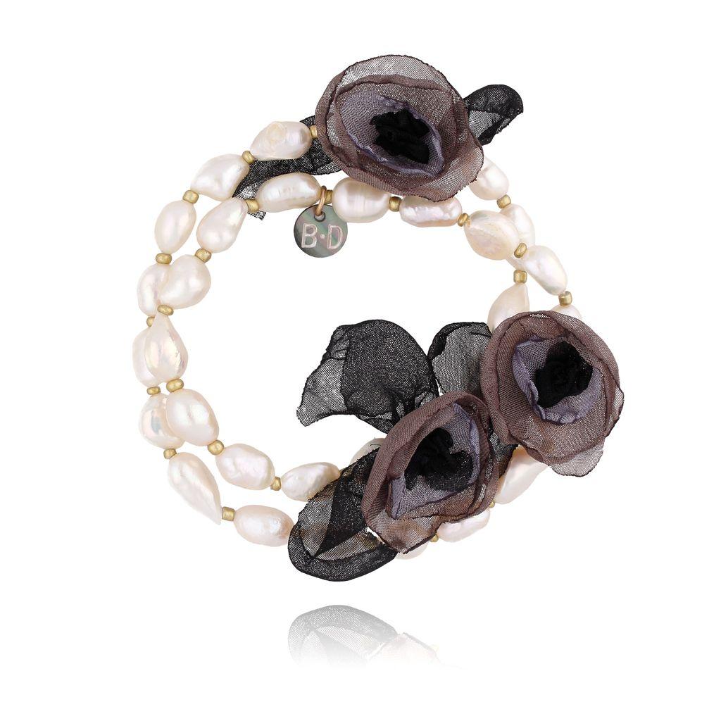 Bransoletka z perłami i brązowymi kwiatami  BBL0149