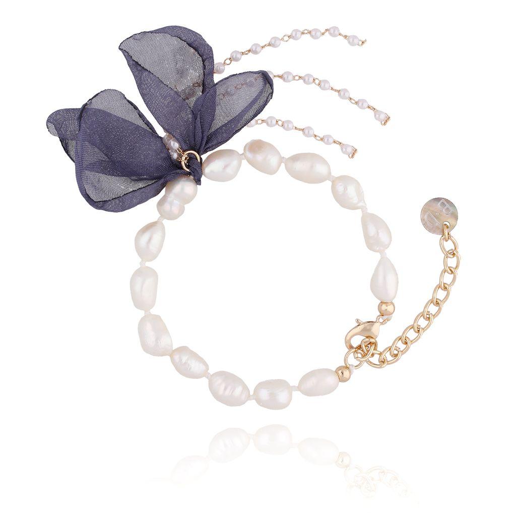 Bransoletka z perłami i z niebieskim kwiatem  BBL0068