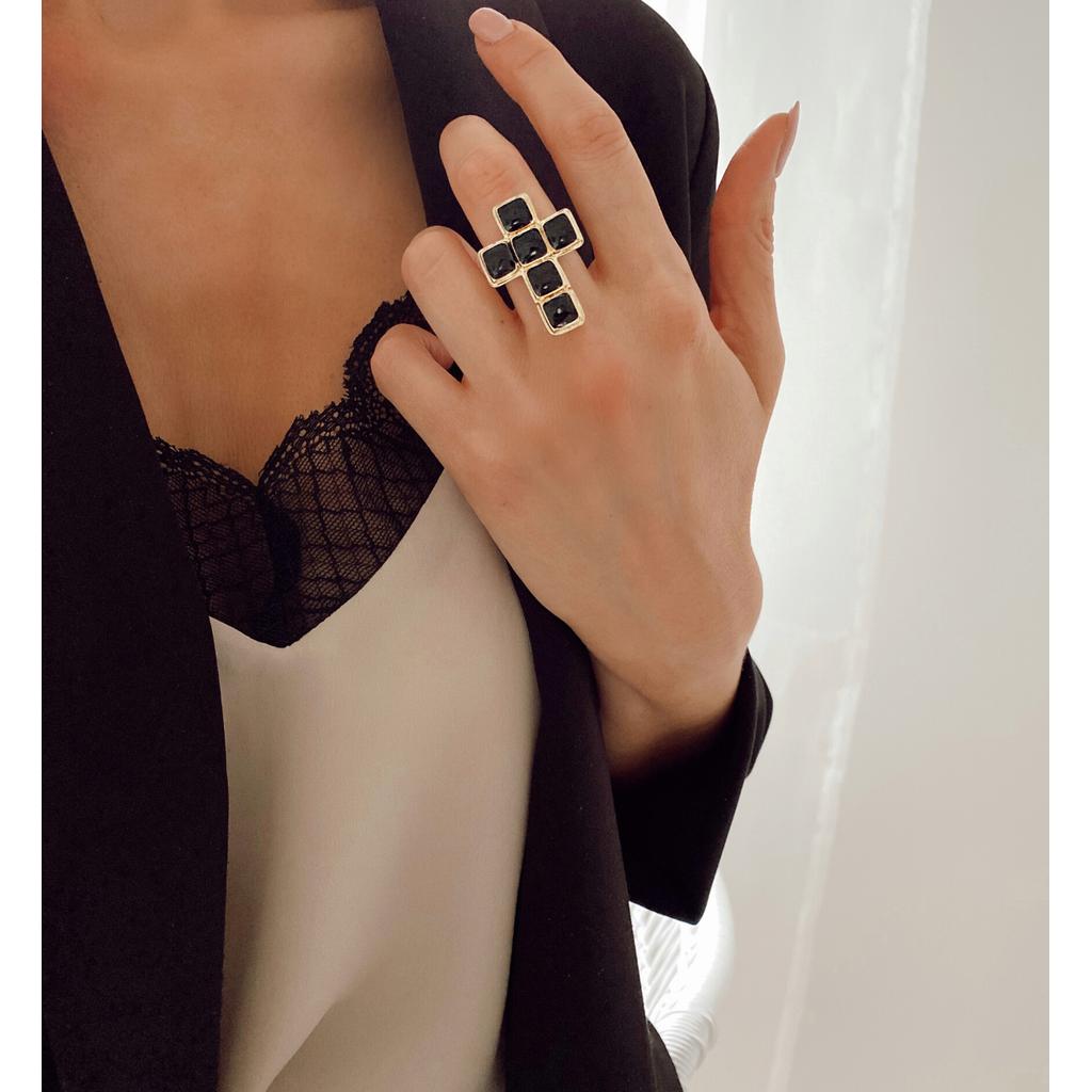 Pierścionek czarny krzyż PU0006