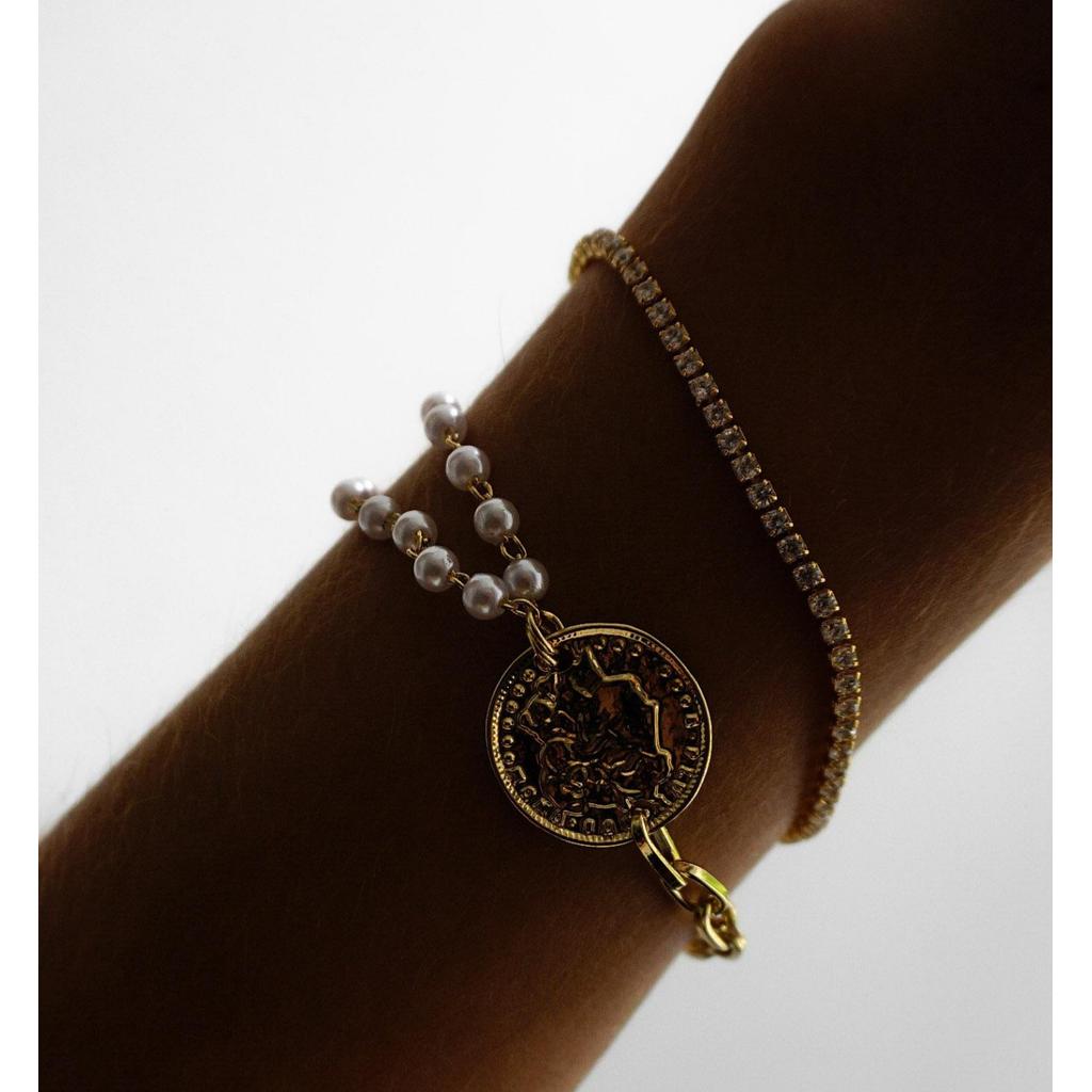 Bransoletka ze złotą monetką i perełkami BRG0090