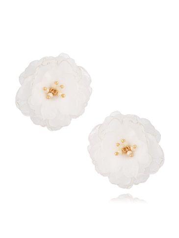 Kolczyki jedwabne kwiaty małe z koralikami białe KBL0745