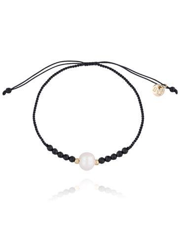 Bransoletka z czarnym sznurkiem, onyksami i perłą BSC0769