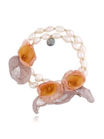 Bransoletka z perłami i szaro żółtymi kwiatami  BBL0153